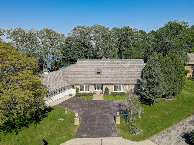 mls# 1617917 - 1260 e donges ct - bayside, wi - pic 1