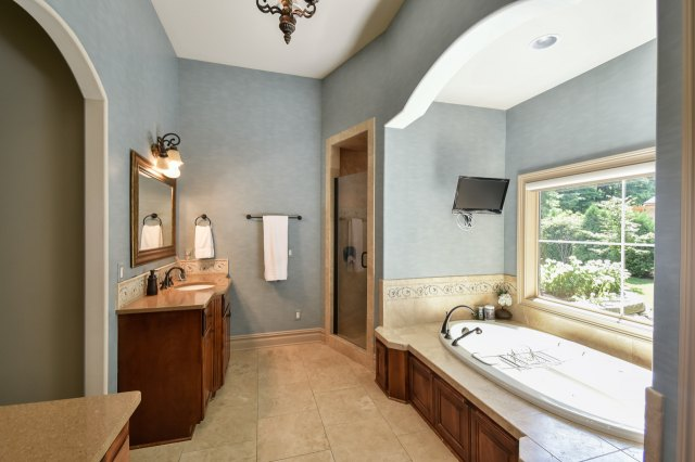 mls# 1624549 - 1735  wedgewood dr e - elm grove, wi - pic 13