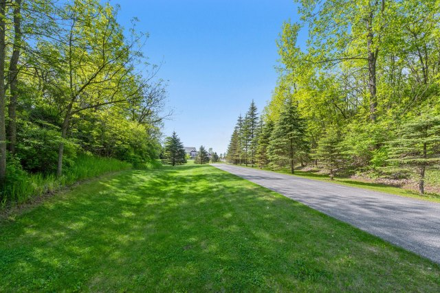 mls# 1641658 - 13925  heyroth ct - mishicot, wi - pic 3