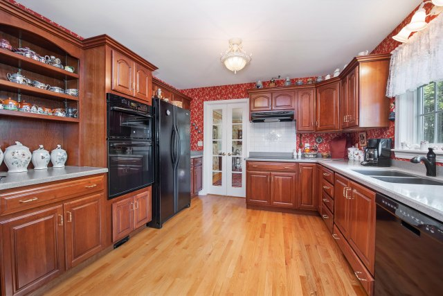 mls# 1641658 - 13925  heyroth ct - mishicot, wi - pic 7