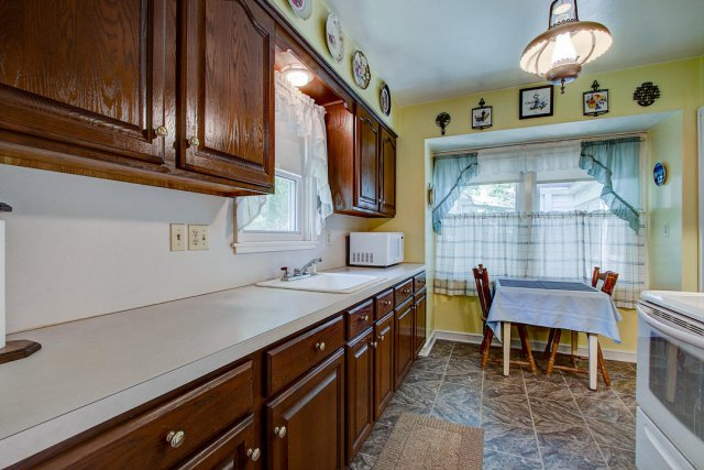 mls# 1641749 - 1306 n 120th st - wauwatosa, wi - pic 3