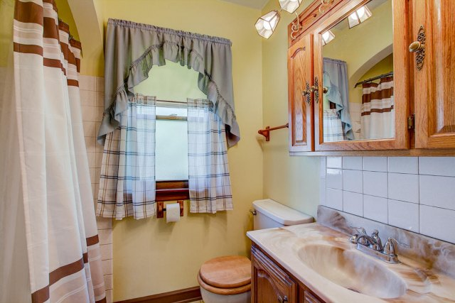 mls# 1641749 - 1306 n 120th st - wauwatosa, wi - pic 7