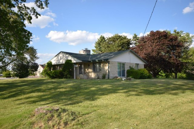 mls# 1641974 - 188 s foster st - saukville, wi - pic 2