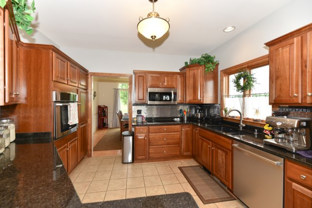 mls# 1654342 - 1773  valley dr - grafton, wi - pic 12